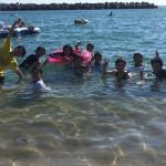恒例の集団遠泳。