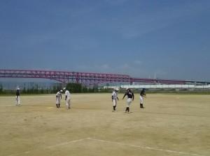 この日は鶴浜緑地運動場で練習
