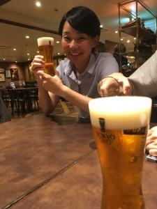 東京駅で再会し、